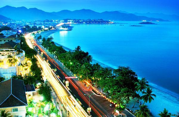 Săn vé máy bay đi Nha Trang khám phá Bãi biển Đại Lãnh