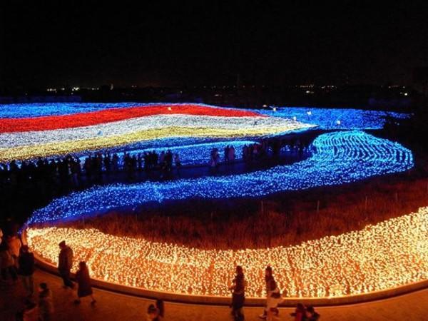 """""""Biển ánh sáng"""" rực rỡ sắc màu trong khuôn viên của lễ hội"""