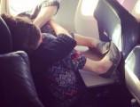 Những hình ảnh phản cảm nhất khi đi máy bay