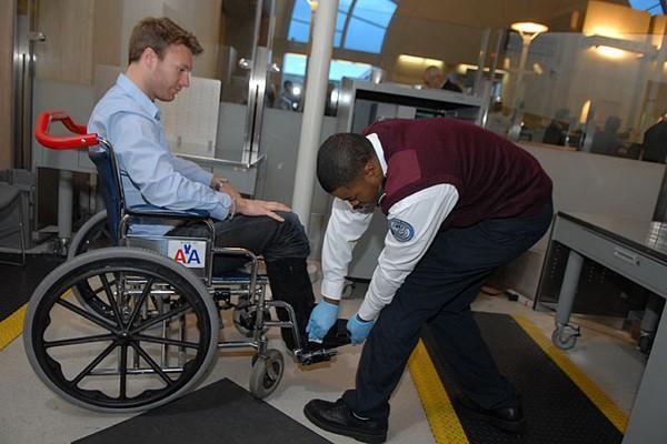 Dịch vụ hỗ trợ xe lăn cho người khuyết tật
