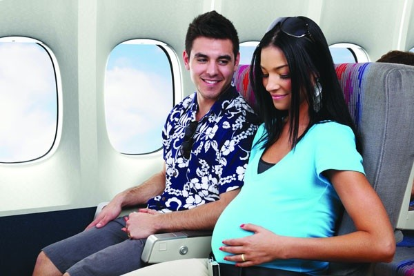 Những quy định cần biết khi đi máy bay đối với phụ nữ mang thai