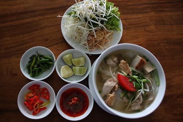Bún cá dầm là món ăn bình dị của thành phố biển Nha Trang