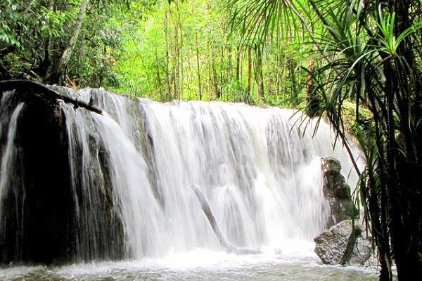 Vé máy bay đi Phú Quốc ngắm thác nước Suối Đá Bàn