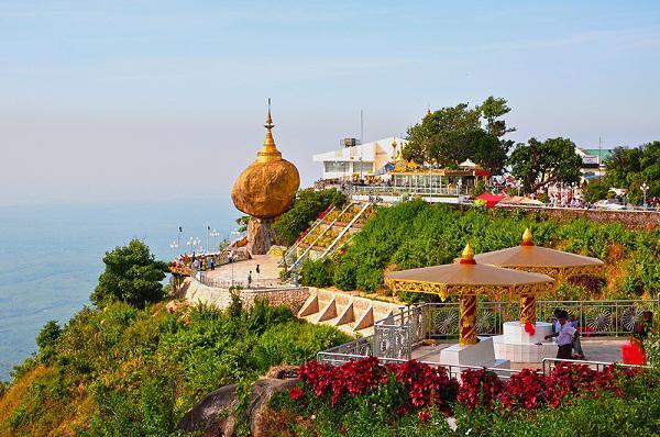Săn vé máy bay giá rẻ khám phá chùa Đá Vàng