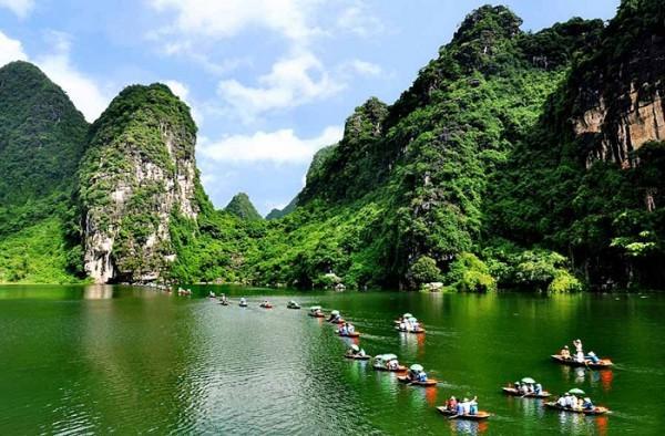 Ve may bay di Ha Noi khám phám khu sinh thái Tràng An