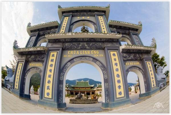 Chùa Linh Ứng tọa lạc trên bán đảo Sơn Trà của Đà Nẵng