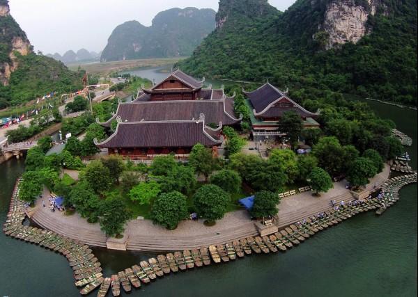 Vé máy bay đi Hà Nội ngắm phong cảnh hữu tình ở Tràng An