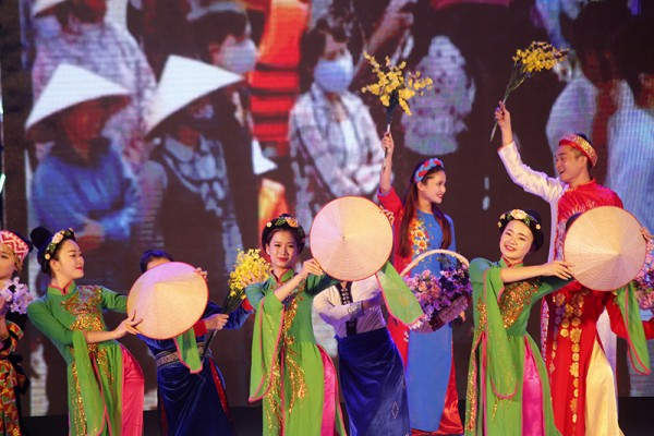 Các tiết mục được biểu diễn xen kẻ giữa nghệ sĩ Việt Nam và Nhật Bản