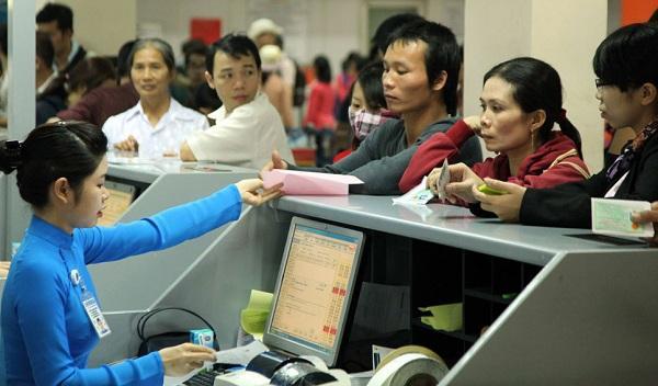 Khi thực hiện các chuyến bay nội địa của Vietnam Airlines hành khách trên 14 tuổi có thể xuất trình: giấy thông hành, giấy phép lái xe, thẻ tạm trú...