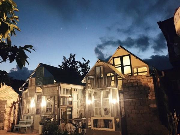 Là Nhà lúc về đêm