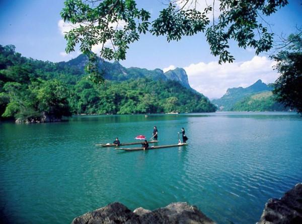 Đi thuyền trên hồ sẽ là 1 trải nghiệm thú vị