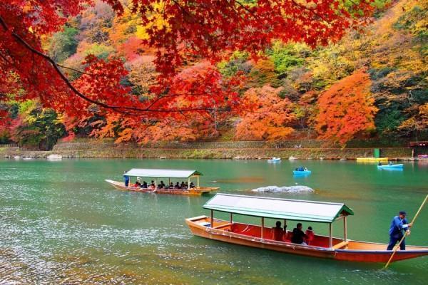 Mùa thu trên sông ở Arashiyama - Kyoto
