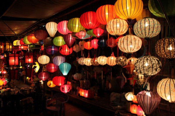 Những chiếc đèn lồng lung linh