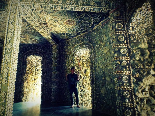Bên trong chùa Từ Vân