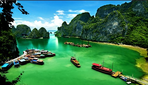 Vẻ đẹp hùng vĩ của vịnh Hạ Long