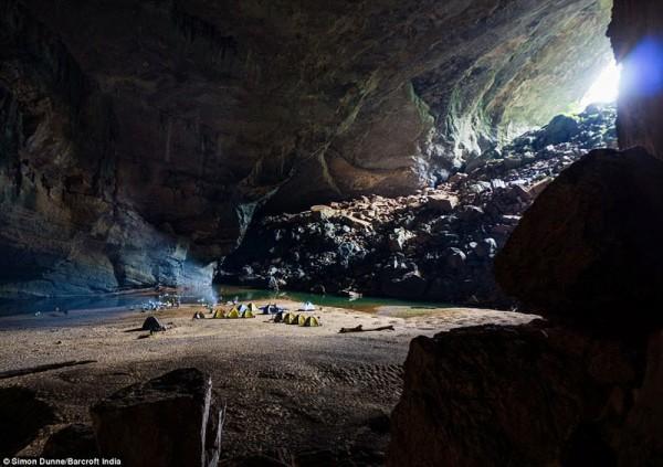Kích thước khổng lồ của hang