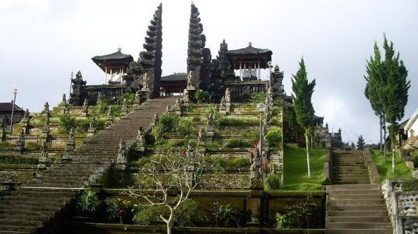 Đền Pura Besakih - ngôi đền cổ nhất