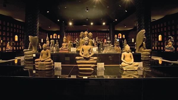 Những tượng cổ trong bảo tàng