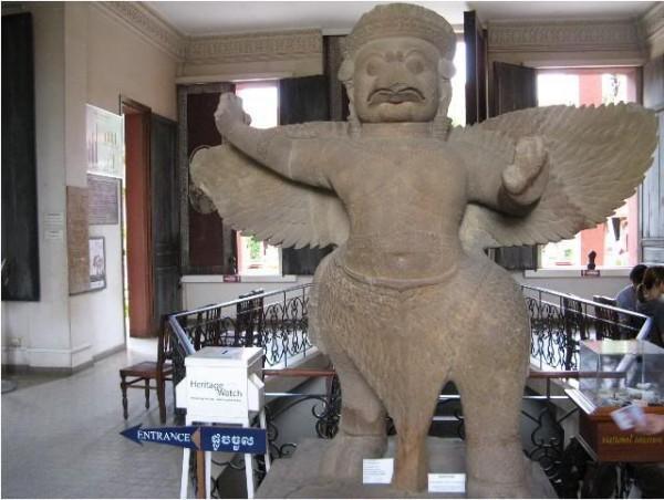 Bức tượng cổ vật trong bảo tàng