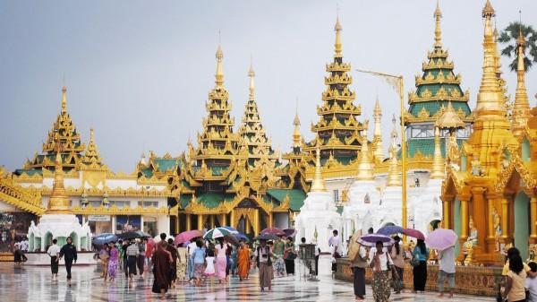 tham quan chùa Vàng
