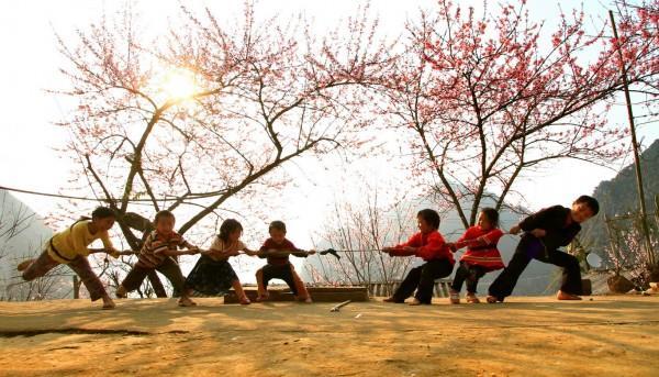 Trẻ em đơn sơ trong dịp tết ở Sapa