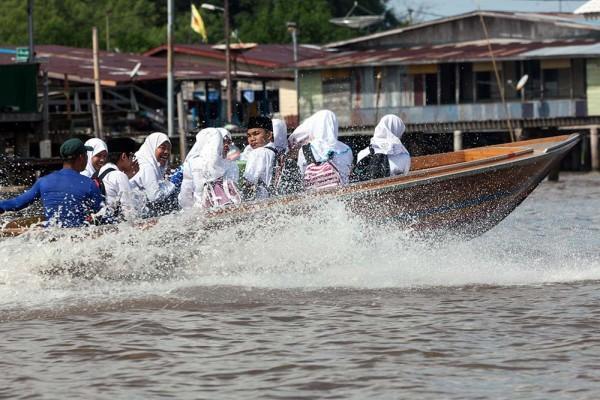 Kampong ayer water taxi