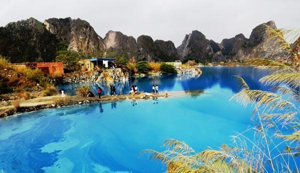 Hồ nước xanh được ví như Tuyệt tình cốc ở Hải Phòng