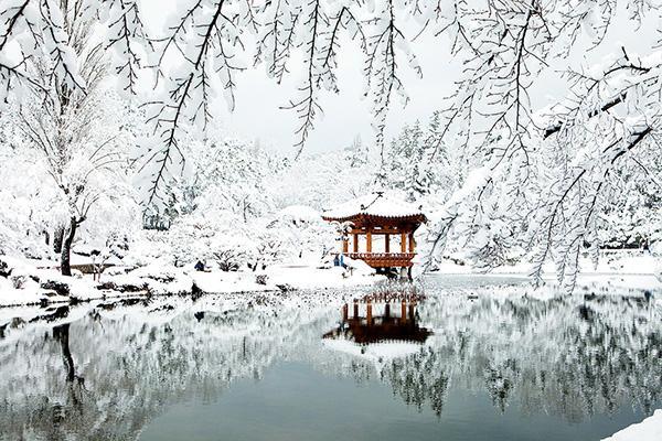Vọng lâu Bomun phủ đầy tuyết trắng vào mùa đông