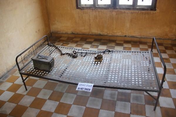 Chiếc giường dùng để tra tấn các nạn nhân