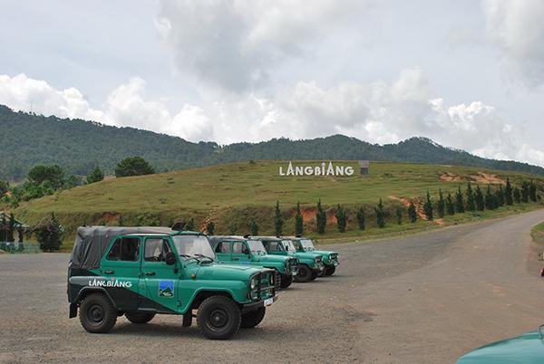 Vé máy bay đi Đà Lạt tham quan núi Langbiang