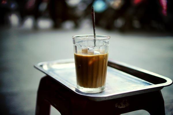 Hà Nội và những cốc cafe không bao giờ cũ