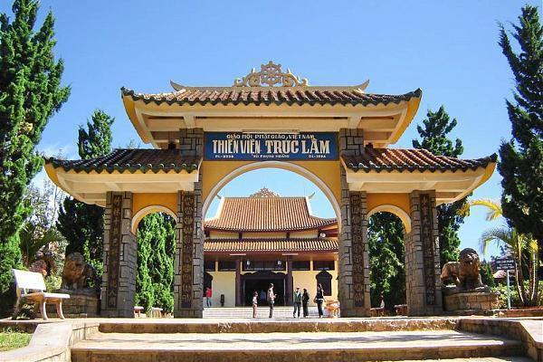 Vé máy bay đi Đà Lạt tham quan thiền viện Trúc Lâm