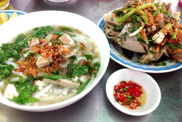 Bánh canh cá lóc không thể bỏ qua tại Quảng Trị