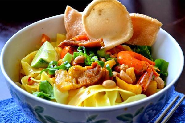 Đến Quảng Nam, đâu đâu cũng thấy các nhà hàng bán mì Quảng