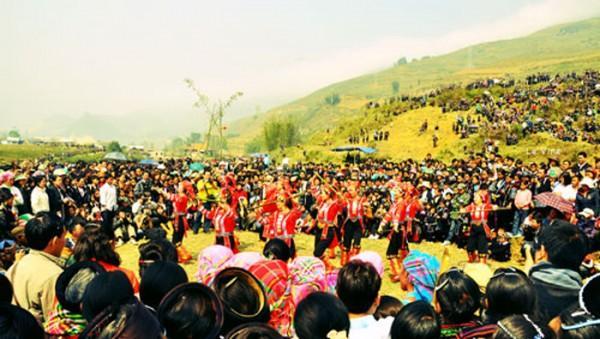 Những điệu múa duyên dáng trong lễ hội