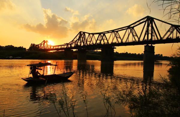 Vé máy bay đi Hà Nội ngắm cầu Long Biên
