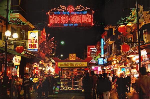 Chợ đêm phố Cổ Hà Nội chỉ họp vào buổi tối thứ 6, thứ 7, chủ nhật hàng tuần từ khoảng 19h đến khuya muộn. Chợ không chỉ là điểm đến quen ...