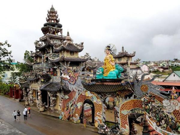 Kiến trúc độc đáo chùa ve chai Linh Phước