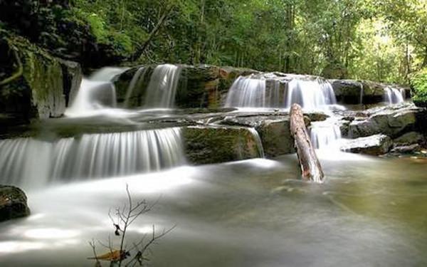 Vì có vẻ đẹp như bức tranh nên con suối này có tên là Suối Tranh