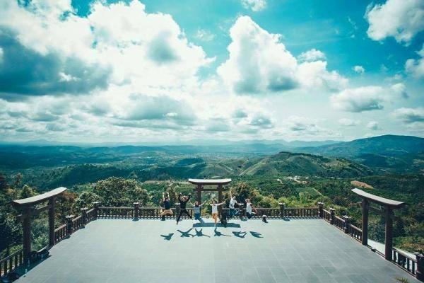 """Giới trẻ thích thú lên Lâm Đồng """"săn mây giữa cổng trời"""""""