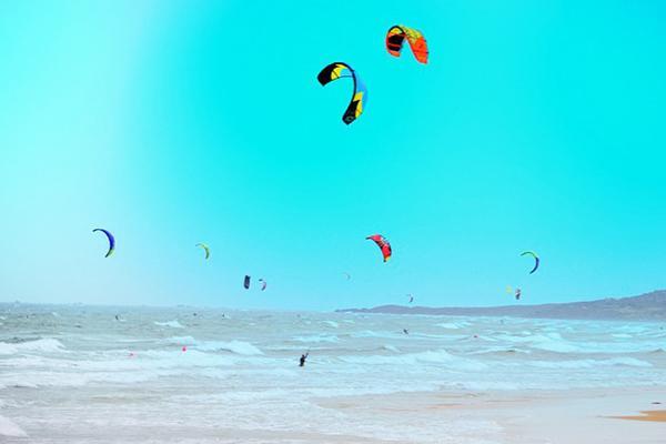 Trải nghiệm lướt ván diều