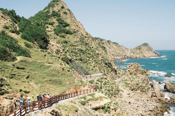 Phát sốt với con đường ven biển đẹp ngỡ Jeju xứ Hàn