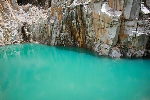 Tuyệt tình cốc nước xanh ngắt như ngọc