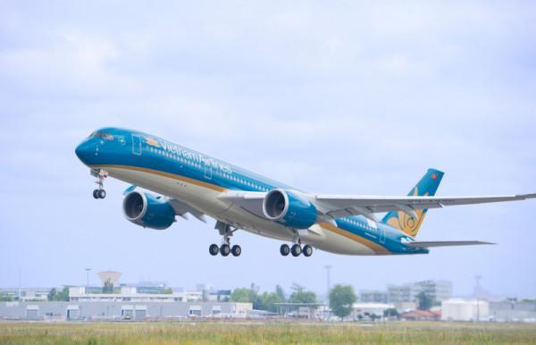 Vietnam Airlines tăng chuyến bay ngày Việt Nam đá bán kết