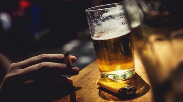 Canada có luật bia rượu rất nghiêm ngặc, hầu hết các nơi công cộng đều cấm đồ uống có cồn.