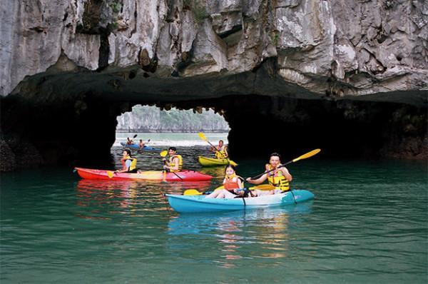 Trải nghiệm đầy thú vị với chèo thuyền Kayak