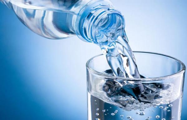 Nên dự trữ nước trong balo khi di du lịch