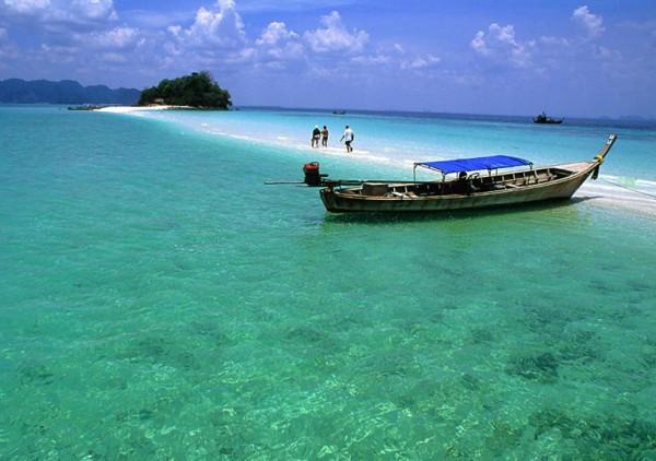 Ngắm  những bãi biển xanh màu ngọc bích