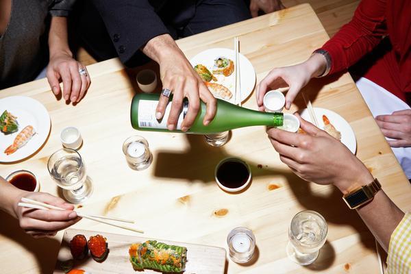 Những lưu ý trên bàn ăn khi đi du lịch nước ngoài