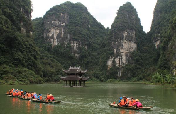 Đặt vé máy bay đi Hà Nội khám phá Tràng An